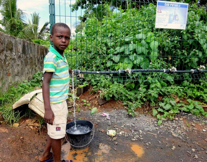 Dans le centre et le sud de Mayotte, où la situation est la plus préoccupante, un dispositif de coupure d'eau de deux jours sur trois a été mis en place dans huit communes.