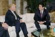 Le premier ministre japonais, Shinzo Abe (à droite), lors de sa première rencontre avec Donald Trump, alors président élu des Etats-Unis, le 17 novembre 2016.
