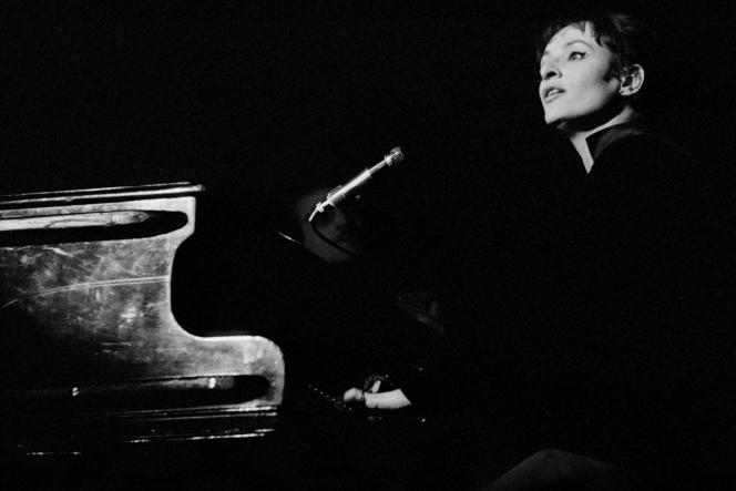 Barbara à Bobino à Paris en 1964.