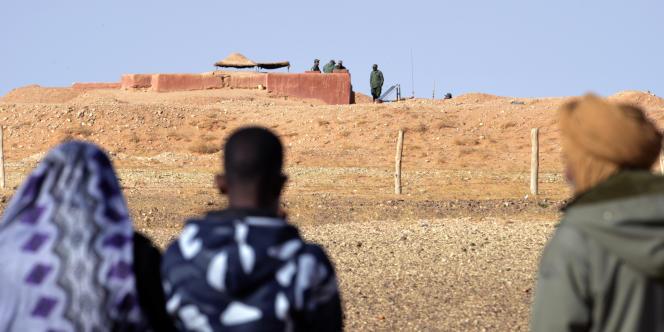 A la ligne de séparation entre le Maroc et le Sahara occidental.