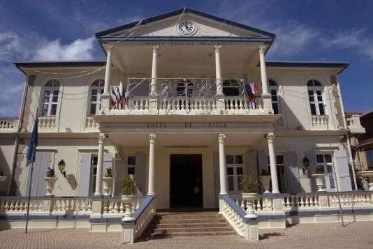 Photo prise le 5 décembre 2003 de la mairie de Basse-Terre.