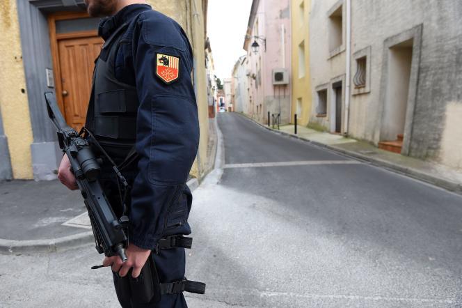 Un gendarme en surveillance à Marseillan (Herault) le 10 février.