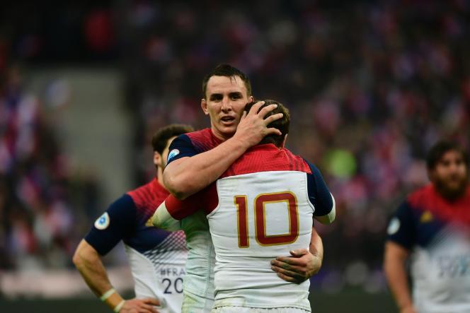 Louis Picamoles congratule Camille Lopez, le 12 février au Stade de France.