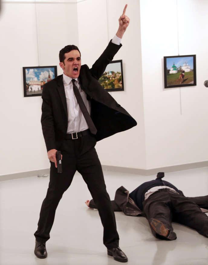 Photo de l'assassinat de l'ambassadeur russe à Ankara en décembre, le 19 décembre.
