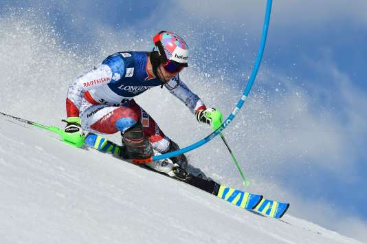 Switzerland's Luca Aerni competes in the slalom race of the men's Alpine Combined event at the 2017 FIS Alpine World Ski Championships in St Moritz on February 13, 2017. / AFP / Fabrice COFFRINI