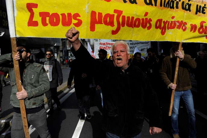 Manifestation contre l'austérité, à Athènes, le 8 décembre 2016.
