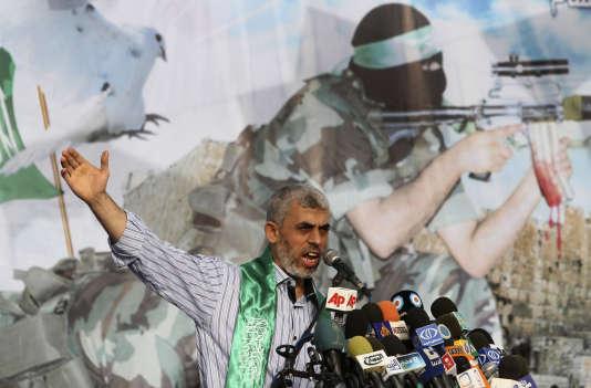 Yahya Sinouar lors d'un discours au camp de réfugiés deKhan Younès où il est né, le 21 octobre 2011