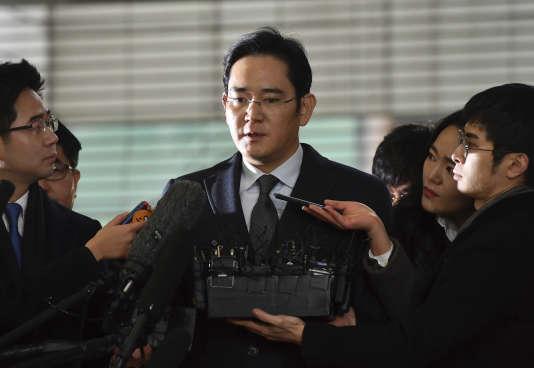 Héritier du géant sud-coréen Samsung, Lee Jae-yong (ici, le 13 février à Séoul) a été arrêté, le 17février, dans le cadre d'une enquête pour corruption et trafic d'influence.