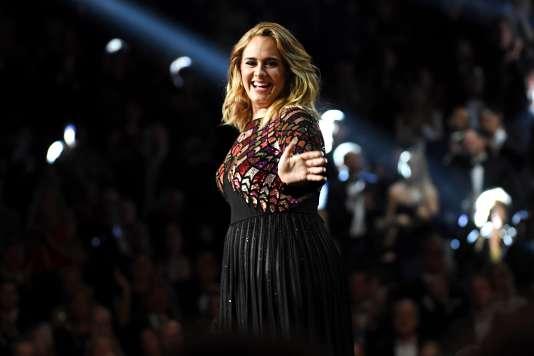 Adele sur scène à Los Angeles, le 12 février 2017.