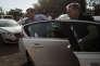 """Le candidat républicain François Fillon arrive dans l'entreprise d'énergie photovoltaïque """"akuo energy"""" pour y faire une visite."""