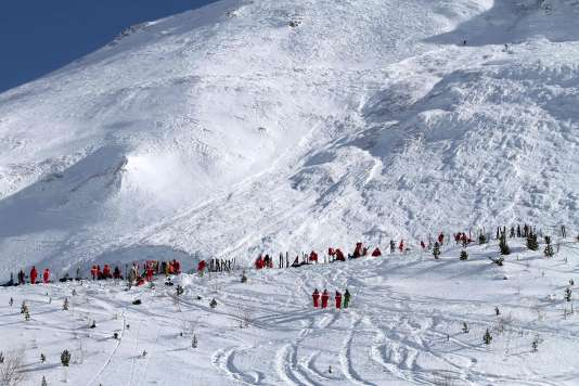 C'est le plus grave accident survenu depuis le début de la saison de ski. Cette avalanche, large de 400 mètres, s'est en effet produite en pleines vacances scolaires.