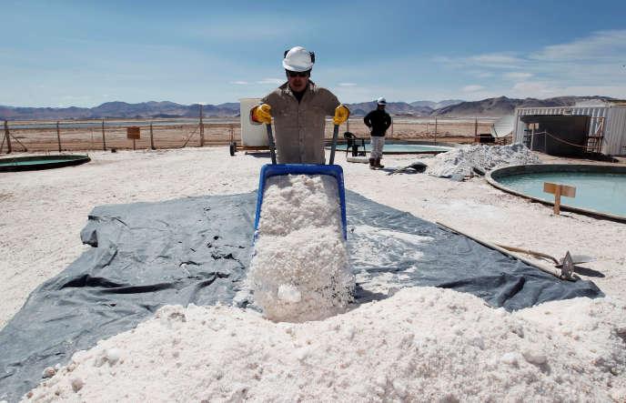 Site d'extraction de lithium dans le désert de sel de l'Hombre Muerto (nord de l'Argentine), en 2012.