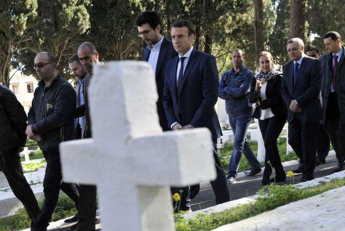 «Notre époque est à une régression politico-mémorielle» (Le candidat Macron à la présidentielle en visite à Alger, au cimetière de Bologhine, le 14 février).