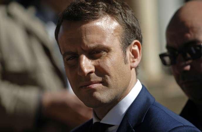 Emmanuel Macron, le 14 février, à Alger.