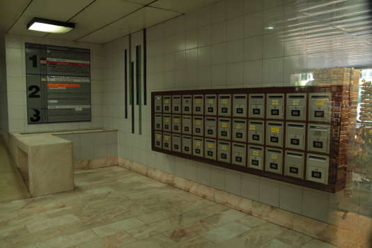 Des boîtes à lettres de sociétés sur l'Avenida Arriaga, à Funchal (Madère).