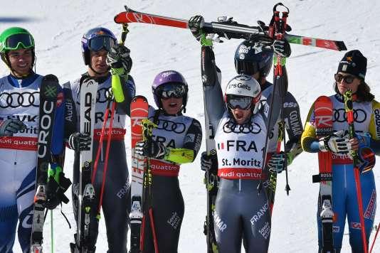 Alexis Pinturault, Tessa Worley, Adeline Baud Mugnier et Mathieu Faivre (de gauche à droite) ont remporté la première médaille française lors des Mondiaux de Saint-Moritz. Elle est en or.
