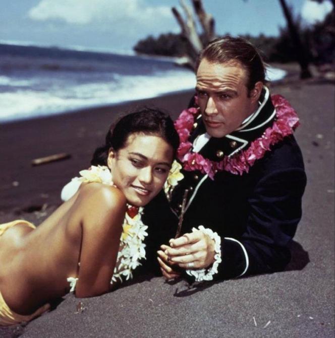 Tarita et Marlon Brando dans « Les Révoltés du Bounty », de Lewis Milestone, 1962.