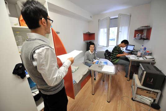 Etudiants chinois à la cité universitaire de Compiègne, en octobre 2009.