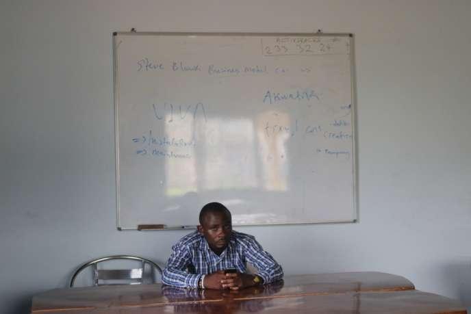 En temps normal, le centre ActivSpaces de Buéa, au Cameroun, est une ruche de start-up. Depuis la censure d'Internet le 17 janvier, les entrepreneurs s'y ennuient et voient leurs affaires partir en fumée.
