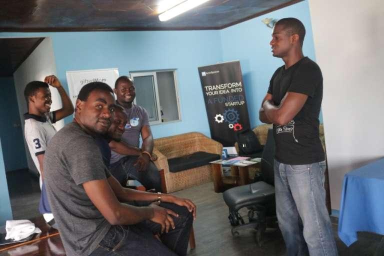 Depuis la coupure d'Internet, les entrepreneurs sont désœuvrés au centre ActivSpaces de Buéa, au Cameroun.