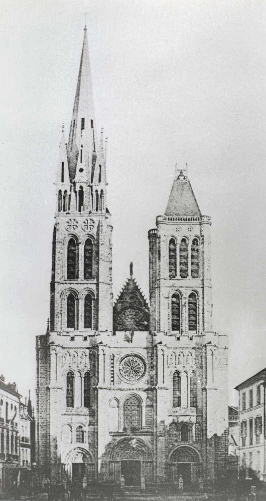 Photo anonyme du XIXe siècle, prise avant le démontage du clocher.