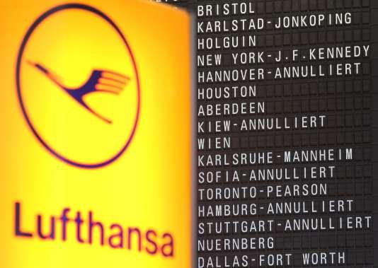 Les hausses de rémunération des pilotes vont accroître les coûts salariaux du groupe d'environ 85 millions d'euros par an, précise Lufthansa.