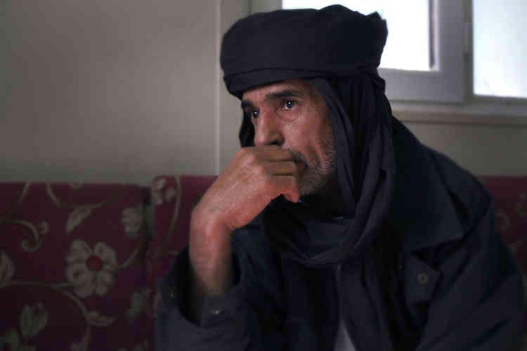 Moktar Al-Akhdar est l'ancien chef de la katiba (groupe de combattants) des Martyrs de Zinten, fer de lance de l'insurrection anti-Kadhafi de 2011.L'homme a eu de nombreuses vies : soldat des guerres du Tchad, guide du désert pour touristes, héros révolutionnaire…
