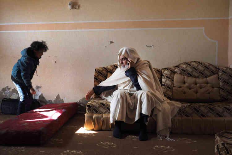 Chabane Al-Murhani est le président du comité social de Zinten. Il évoque le contentieux foncier toujours non soldé à Zinten: «Kadhafi disait que les voitures appartenaient à ceux qui les conduisaient et les maisons à ceux qui les occupaient, quels que soient leurs propriétaires légaux.»