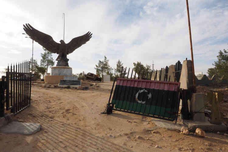 A l'entrée du Musée de la révolution, à Zinten, trône un aigle géant, qui est une prise de guerre arrachée, à Tripoli, à Khamis Kadhafi, le plus jeune fils du «Guide».