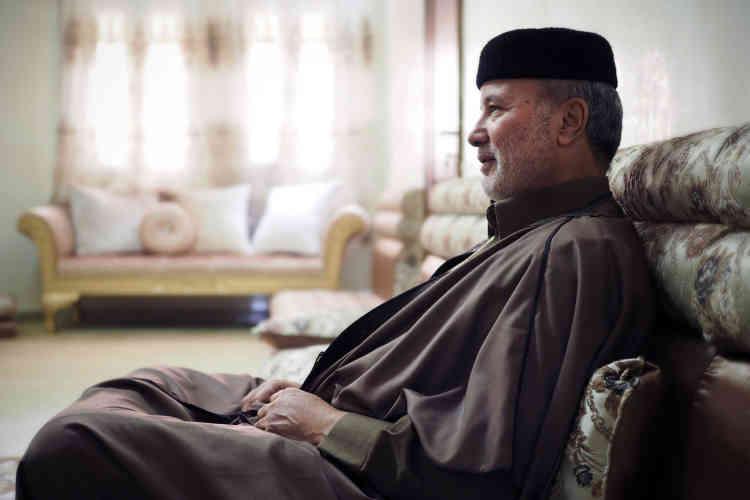 Ossama Al-Juwaili est un ancien ministre de la défense (2012) et une figure de l'insurrection dans le djebel Nefoussa.Il commandait la brigade qui arrêta, en 2011, Saïf Al-Islam Kadhafi, le deuxième fils du «Guide», toujours détenu à Zinten dans des conditions mystérieuses. «Les forces de l'ancien régime cherchent à exploiter les difficultés pour prendre leur revanche sur la révolution», assure-t-il.