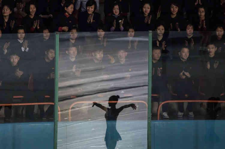 Lors d'un spectacle au Festival international de patinage artistique de Paektusan, à Pyongyang, le15février.