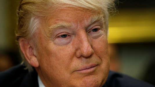 « Les médias répandant de fausses informations deviennent fous avec leurs théories du complot et leur haine aveugle », a tweeté Donald Trump, mercredi 15 février.