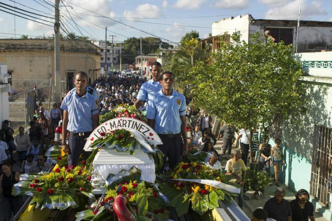 Une foule nombreuse était rassemblée, à San Pedro de Macoris mercredi,pour l'enterrement deLeonidas Martinez, un des deux journalistes assassinés.