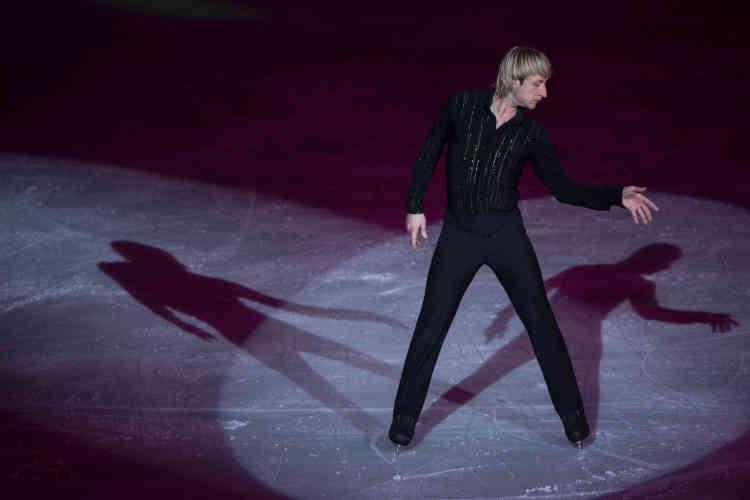 Le double champion olympique et triple champion du monde Evgueni Plouchenko participe au spectacle.