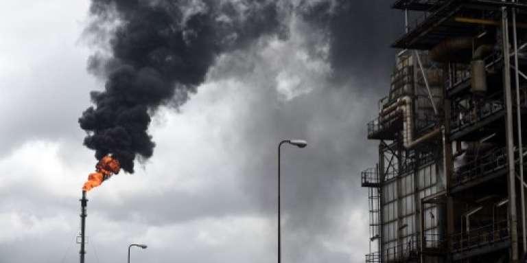 Fumée d'une raffinerie de Port-Harcourt, en septembre 2015.