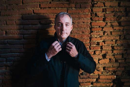 Le spationaute Philippe Perrin, photographié chez lui, à Toulouse, le 24 janvier, est aujourd'hui pilote d'essai pour Airbus.