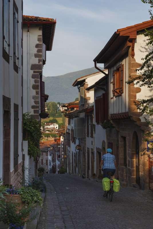A sept kilomètres de la frontière avec l'Espagne, Saint-Jean-Pied-de-Port est unvillage très préservé.
