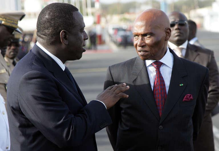 Malgré les difficultés de la fonction, le Sénégalais Cheikh Tidiane Gadio (à gauche) est resté ministre des affaires étrangères d'Abdoulaye Wade de 2000 à 2009.