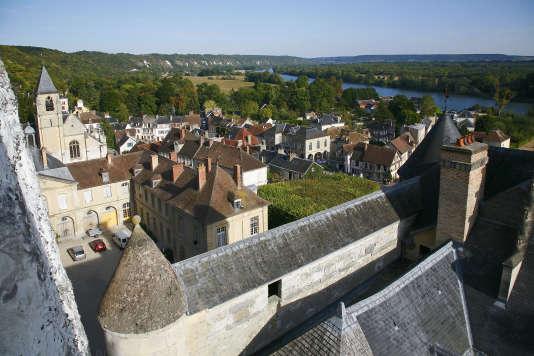 La Roche-Guyon, vue du château sur les toits du village.