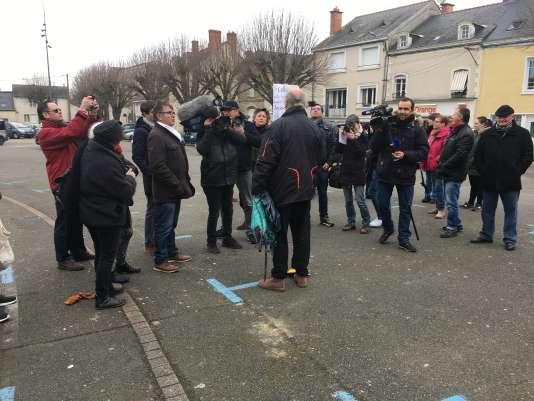 La manifestation anti-Fillon, dans son fief à Sablé-sur-Sarthe …