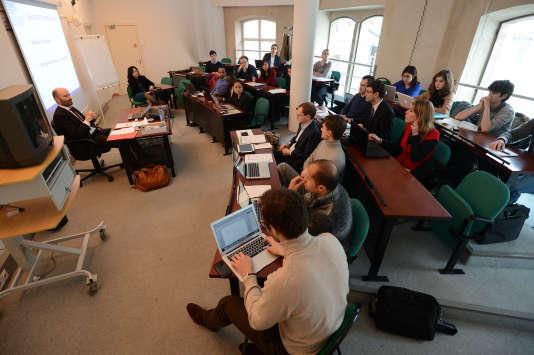 Le premier ministre présente, le 16 février, à Strasbourg les principales mesures pour renforcer la diversité dans la fonction publique en présence de 300 élèves, dont des étudiants de l'Ecole nationale d'administration (ENA) - ici le 15 janvier 2013.