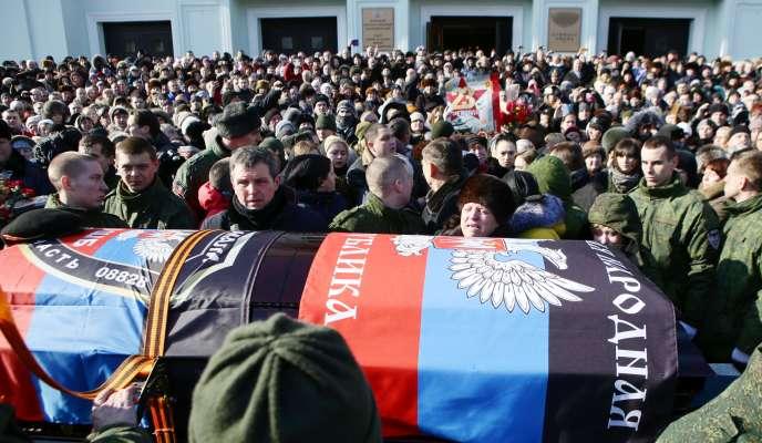 Durant les funérailles de Mikhaïl Tolstikh, alias «Givi», mort le 8février dans son bureau de Donetsk.