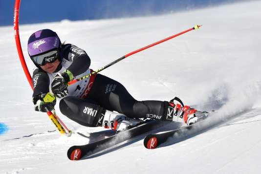 France's Tessa Worley competes in the women's giant slalom race at the 2017 FIS Alpine World Ski Championships in St Moritz on February 16, 2017. / AFP / Dimitar DILKOFF