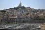 Vue du Vieux-Port de Marseille avec la basilique Notre-Dame-de-la-Garde, en juin 2015.