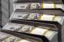 Explication possible : l'utilisation par les établissements bancaires et par des entreprises commerciales de machines à compter qui permet de répartir la cocaïne sur tous les billets...