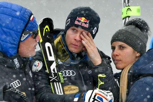 Alexis Pinturault après son échec dans le slalom géant, avec sa compagne Romane Faraut, chargée de sa communication.