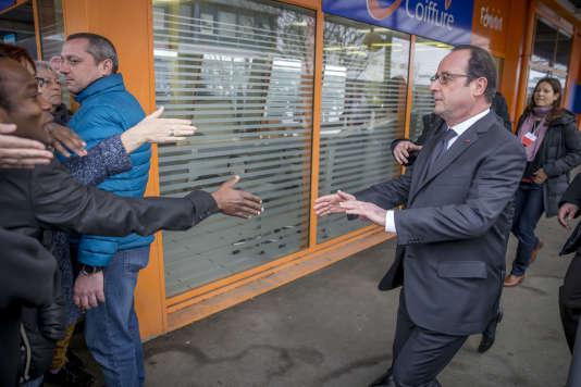 François Hollande lors de sa visite du quartier Maurepas-Les Gayeulles à Rennes le 16 février.