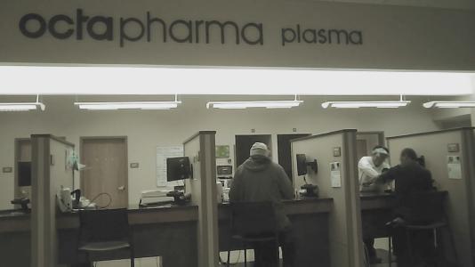 Images en caméra discrète du centre Octapharma de Maple Heights, Cleveland, mai 2016.