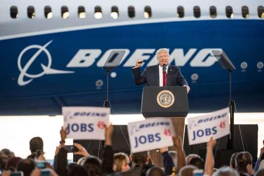 Donald Trump a retrouvé la fougue de ses meetings de campagne, le temps d'un discours à l'usine Boeing à Charleston, en Caroline du Sud, le 17 février 2017.