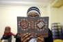 Une jeune fille lit un passage du Coran, dans une école coranique de Marseille, en mars 2012.